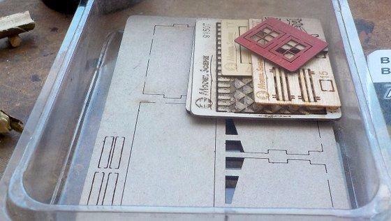 DSCN1916 dily v krabicce